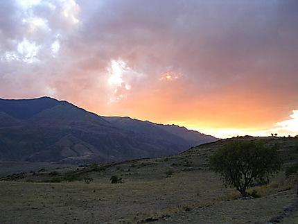 Coucher de soleil sur le site archéologique de Piquillacta