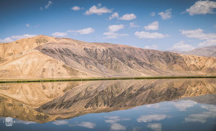 Lac près du village désertique de Bulunkul, Tadjikistan