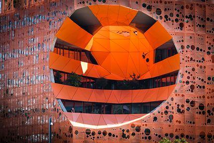 Le cône de lumière du cube orange à Lyon