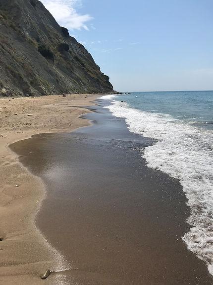 Une plage déserte à Kavos au mois d'août