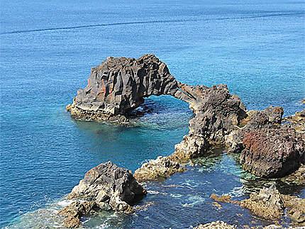 Arche de basalte