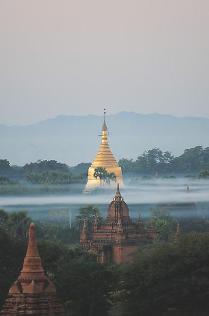 Bagan au crépuscule à 6 heures du matin