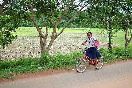 Sur une route au Cambodge