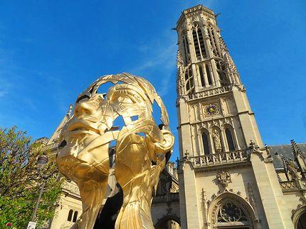 Hopare expose ses sculptures face au Louvre