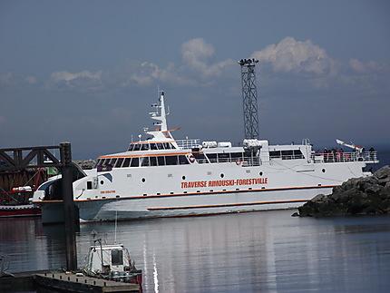 Catamaran navette entre Rimouski et Forestville