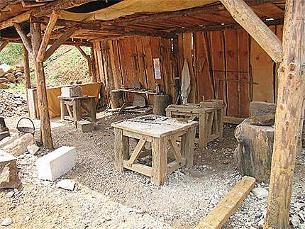 atelier des tailleurs de pierre ch teau fort de gu delon treigny yonne bourgogne. Black Bedroom Furniture Sets. Home Design Ideas
