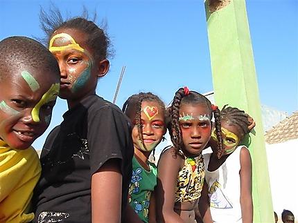 Enfants maquillés pour le carnaval
