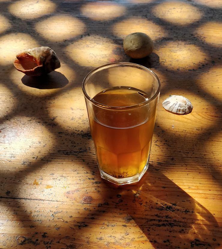 Thé à la menthe à Legzira, Maroc
