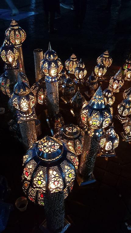 Dans le souk de Marrakech le soir