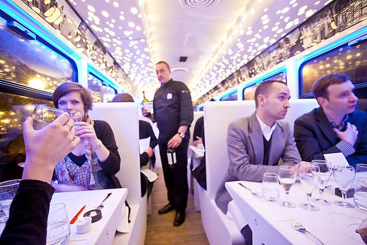 Belgique - Un tramway gastronomique et un bus à bières dans les rues de Bruxelles