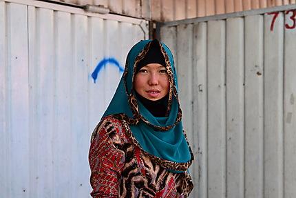 Portrait de femme, marché d'Och à Bichkek