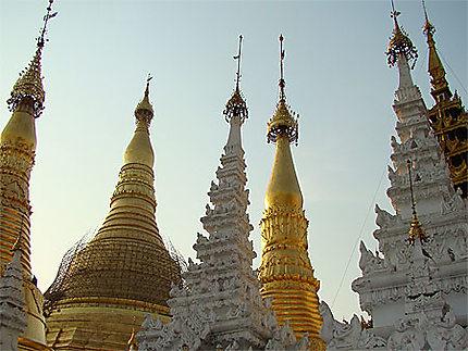 Une multitude de stupas à la pagode Shwedagon