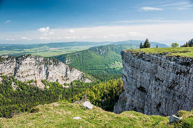 De Neuchâtel au Léman : entre Jura et Alpes