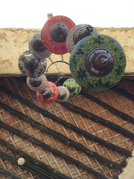 Un chandelier dans un magasin du Souq Waqif
