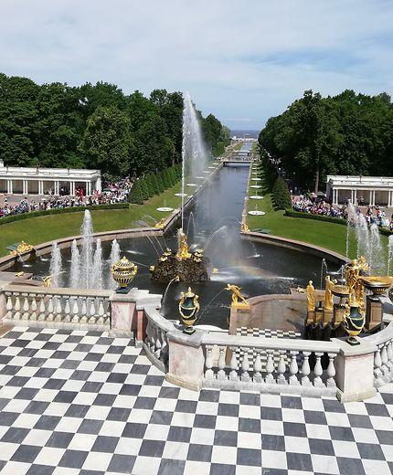 Peterhof : sa perspective sur la Néva