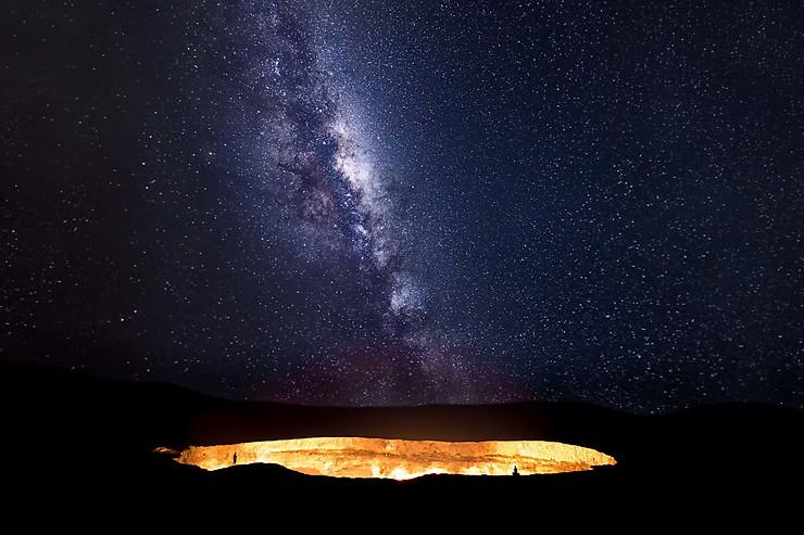 Rencontre de l'enfer et du paradis au cratère de Darvaza, désert du Karakoum, Turkménistan
