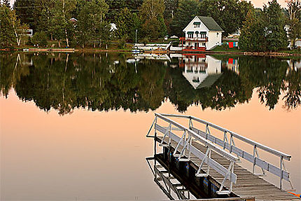 Lac vert au coucher du soleil