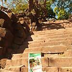 Sur les ruines khmères du Wat Phou