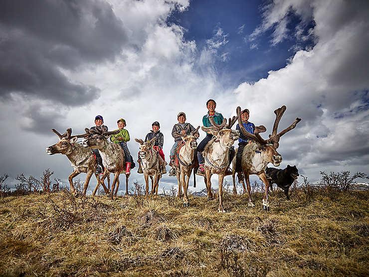 Enfants éleveurs de rennes en Mongolie