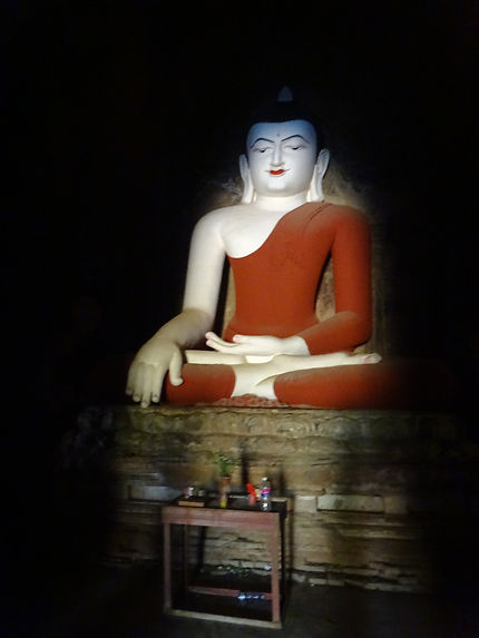 Bouddha d'un temple de Bagan