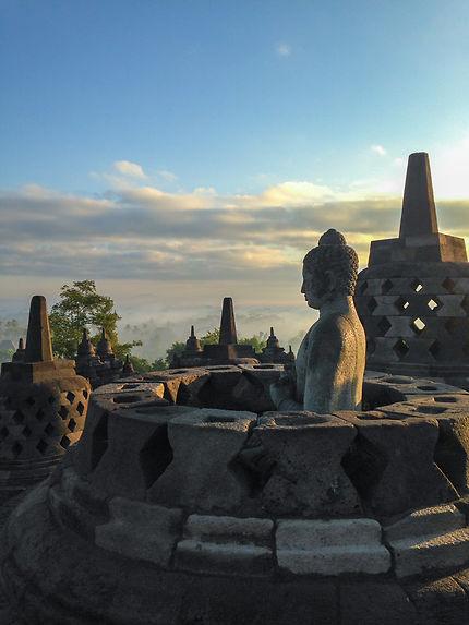Bouddha sur Borobudur