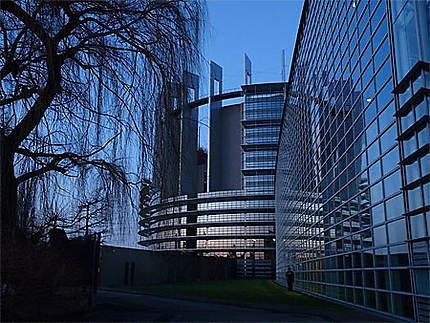 Parlement européen au coucher du soleil