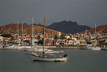 Vue du port de Mindelo