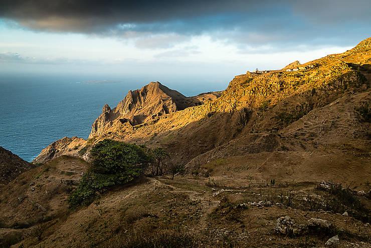 Accroché à la montagne, entre Fajã de Agua et Nova Sintra (Île de Brava)