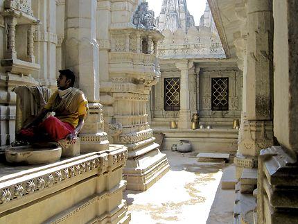 Officiant du temple Jaïn