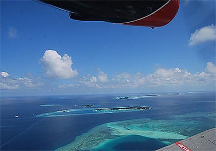 Survol des atolls du sud en hydravion