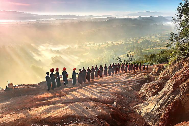 Offrandes matinales, Etat Shan, Birmanie