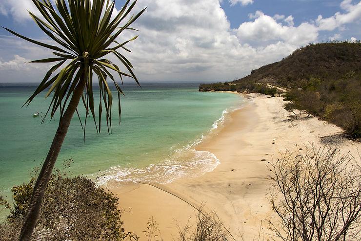 L'ouest d'Ekas : plages, villages et breaks de surf secrets