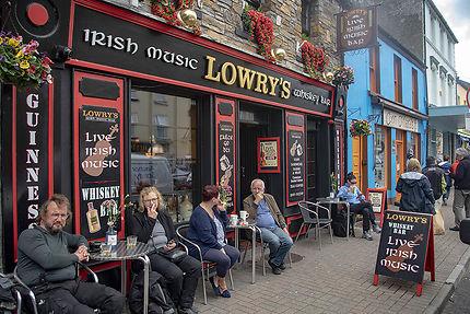 Un bar à Clifden (musique et whisky)