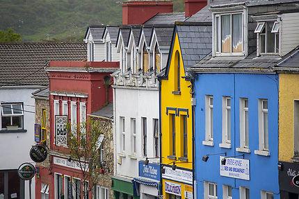 Un alignement de maisons colorées à Clifden