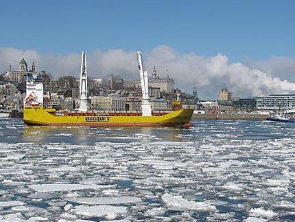 Navire en face de Québec