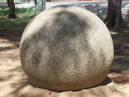 Sphères mégalithiques