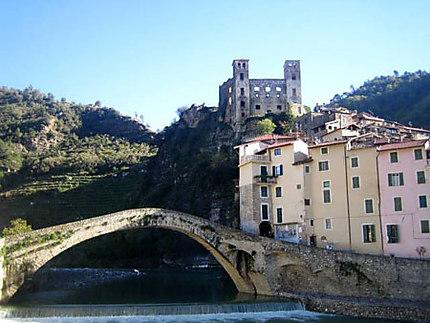 Le pont, la rivière et le château