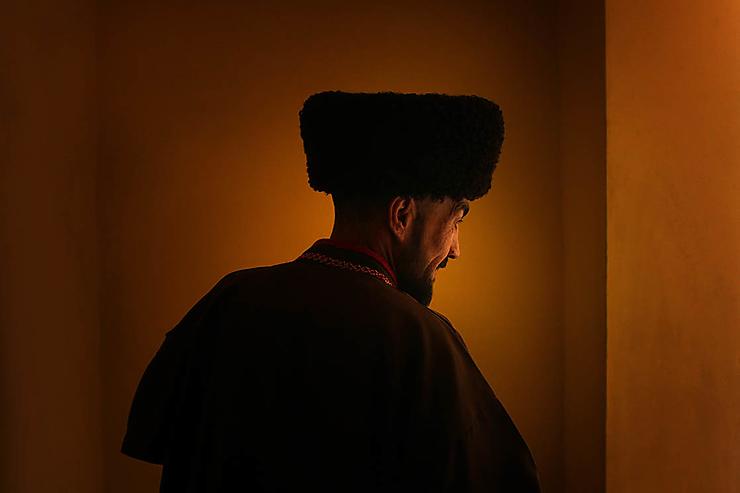 Mollah turkmen coiffé d'une toque traditionnelle en laine d'Astrakhan, Turkmenistan