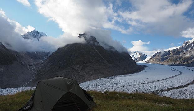 Aletsch. Bivouac face au plus grand glacier des Alpes. surlaroutedenosvoyages