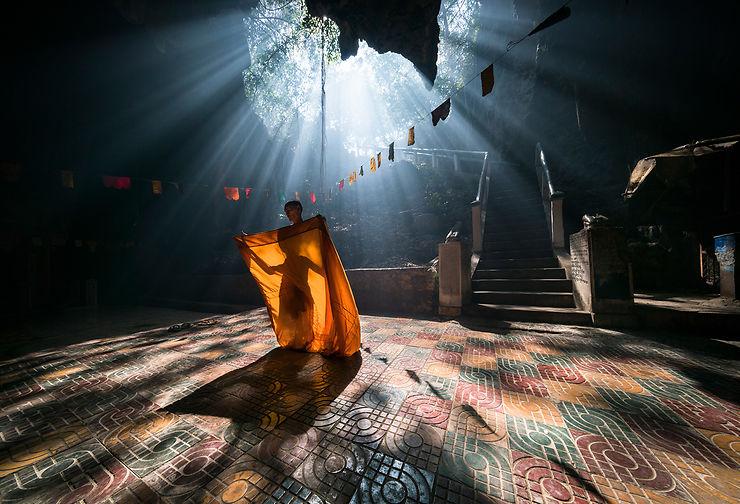 Moine se préparant à la méditation, Cambodge