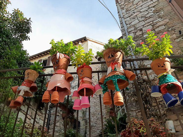 Pots de fleurs à Spello, Italie