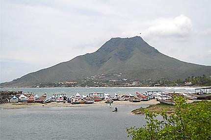 Playa el Tirano et le Cerro Guayamuri
