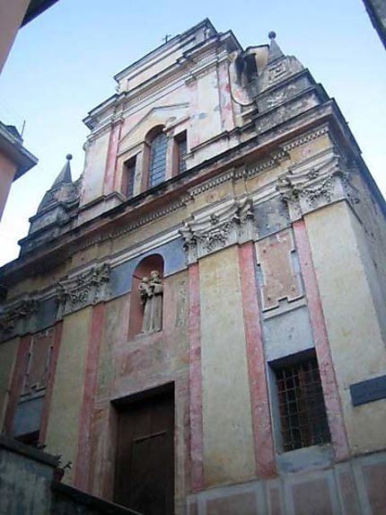 Façade de l'église peinte