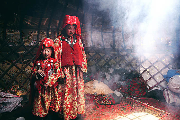 Jeunes filles sous la yourte, Afghanistan