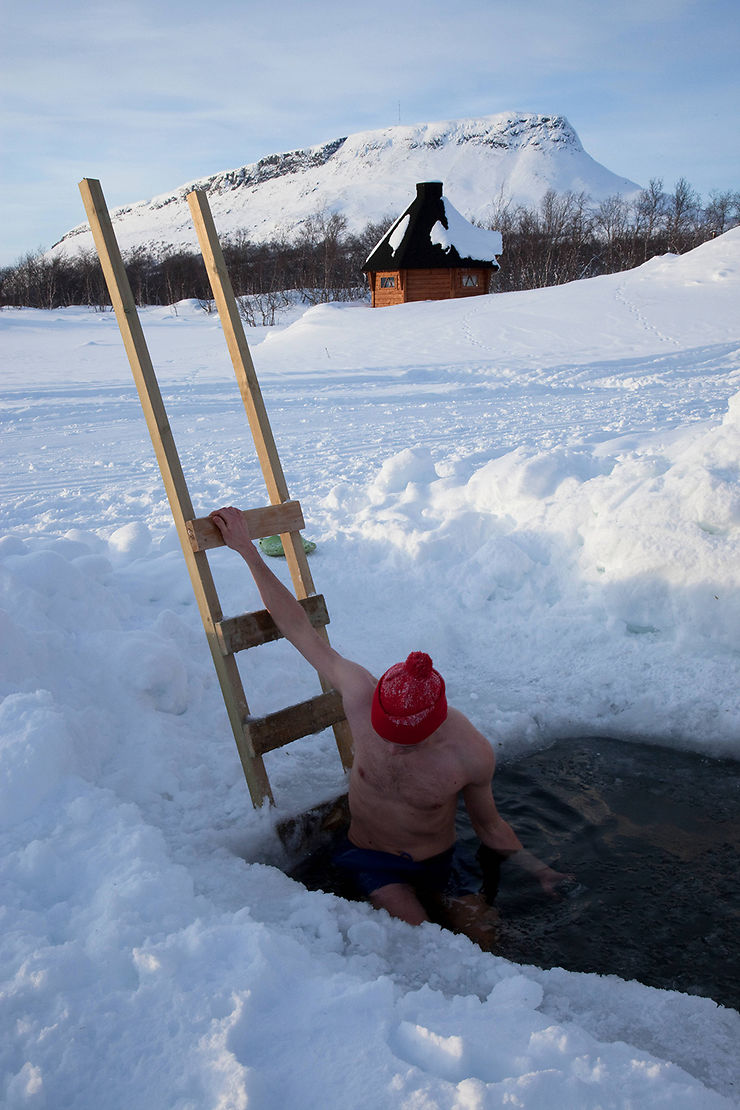 Sauna brûlant et bain gelé