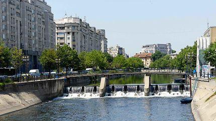 Rivière Dambovita à Bucarest