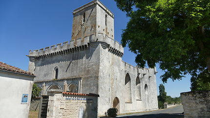 l'Eglise fortifiée Saint Martin d'Esnandes