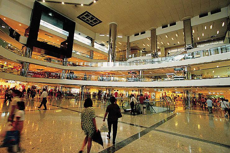 Des malls aux outlets : les temples du shopping