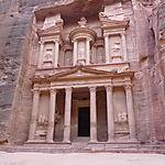 Seul devant le Trésor de Petra