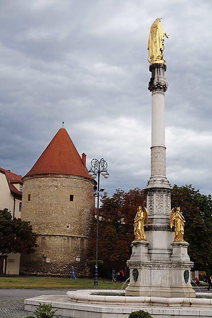 Colonne près de la cathédrale de Zagreb